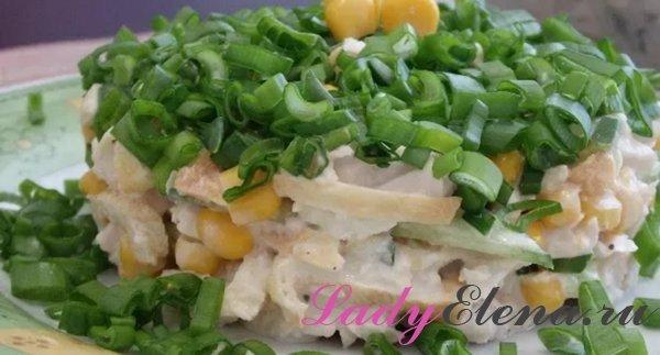 Куриный салат с омлетными блинчиками