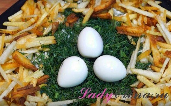Гнездо глухаря - рецепт салата с фото