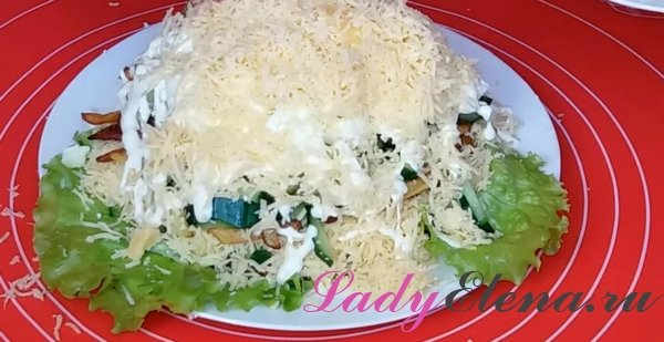 Слоеный салат с картошкой фри
