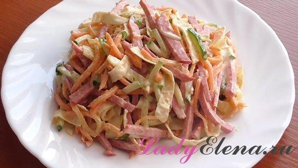 Салат из колбасы и омлетных блинчиков