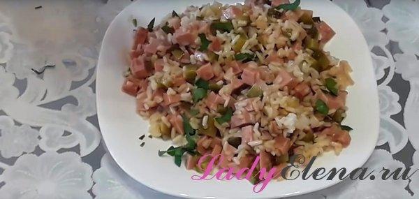 Салат из риса и колбасы фото-рецепт