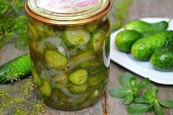 Зимний салат из огурцов с укропом