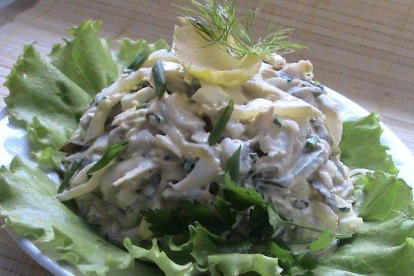Салат с курицей, сыром и свежими огурцами