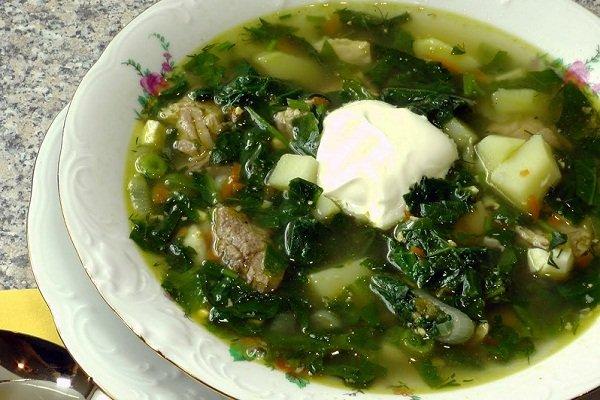 Зеленый борщ со шпинатом