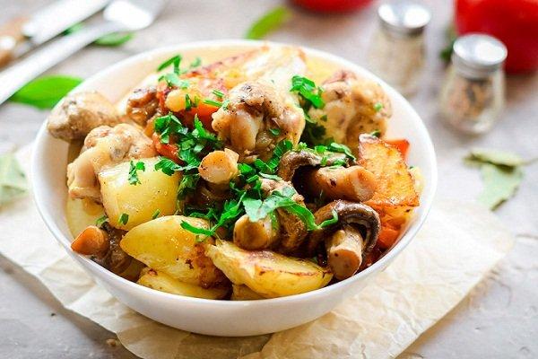 Курица с картошкой и грибами