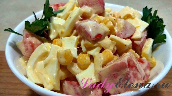 Салат из помидоров, яиц и кукурузы