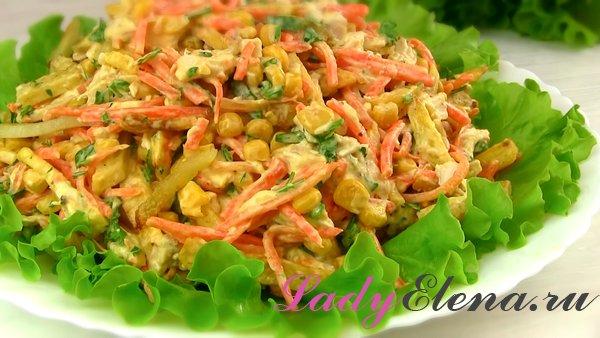 Салат из курицы и жареной картошки
