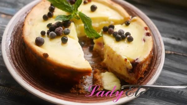 Чизкейк с ягодами и сливочным сыром