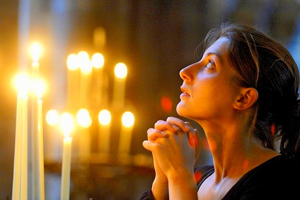 Что значит молитва во сне
