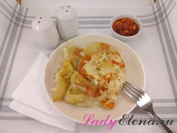 Картошка запеченная с помидорами и сыром