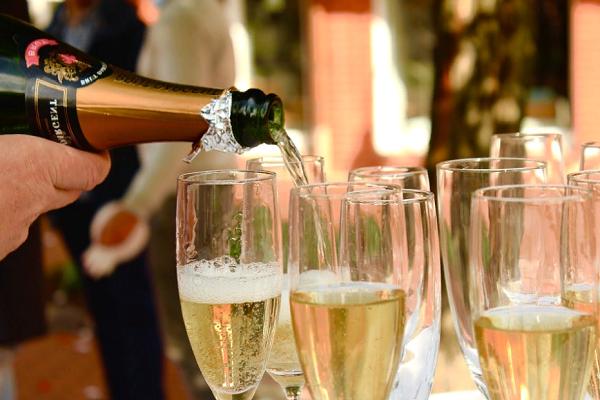 Приснилось шампанское
