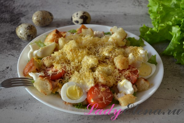 Салат из курицы с перепелиными яйцами