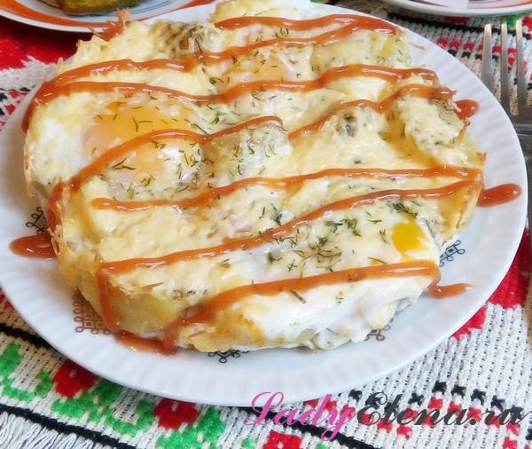 Картофель с яйцами в духовке