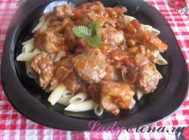 Мясо с помидорами и изюмом фото-рецепт