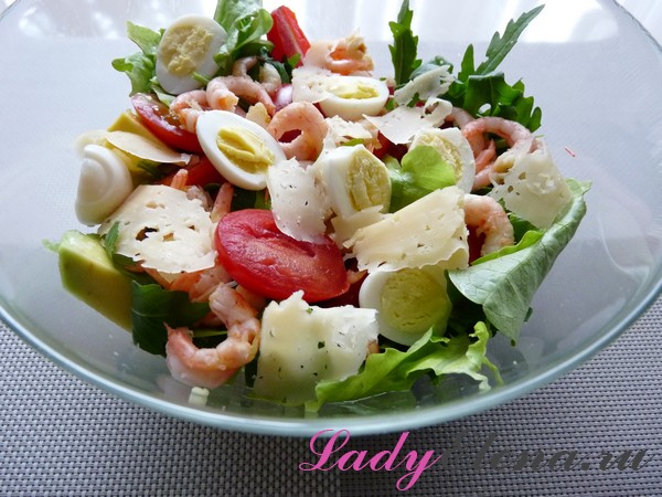 Салат из креветок с авокадо и сыром