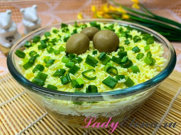 Салат из курицы и консервированных грибов
