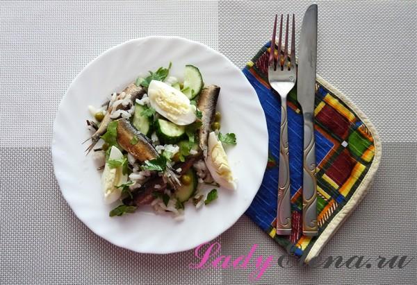 Салат из шпрот с огурцом и яйцами
