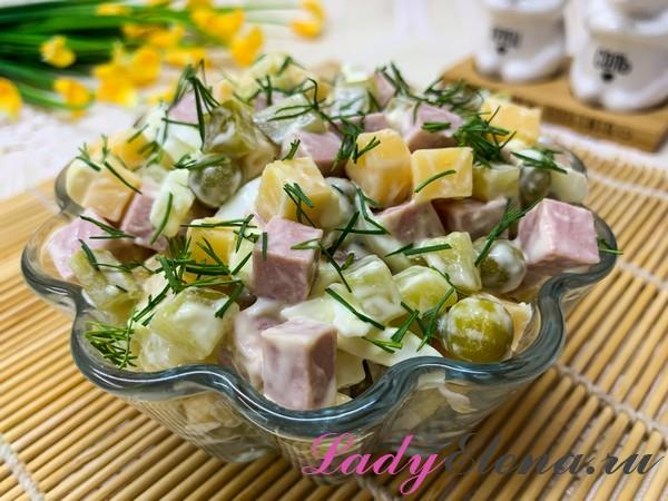 Салат из сыра и колбасы