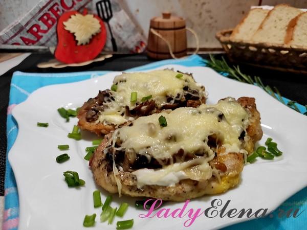 Сочные отбивные с сыром и грибами